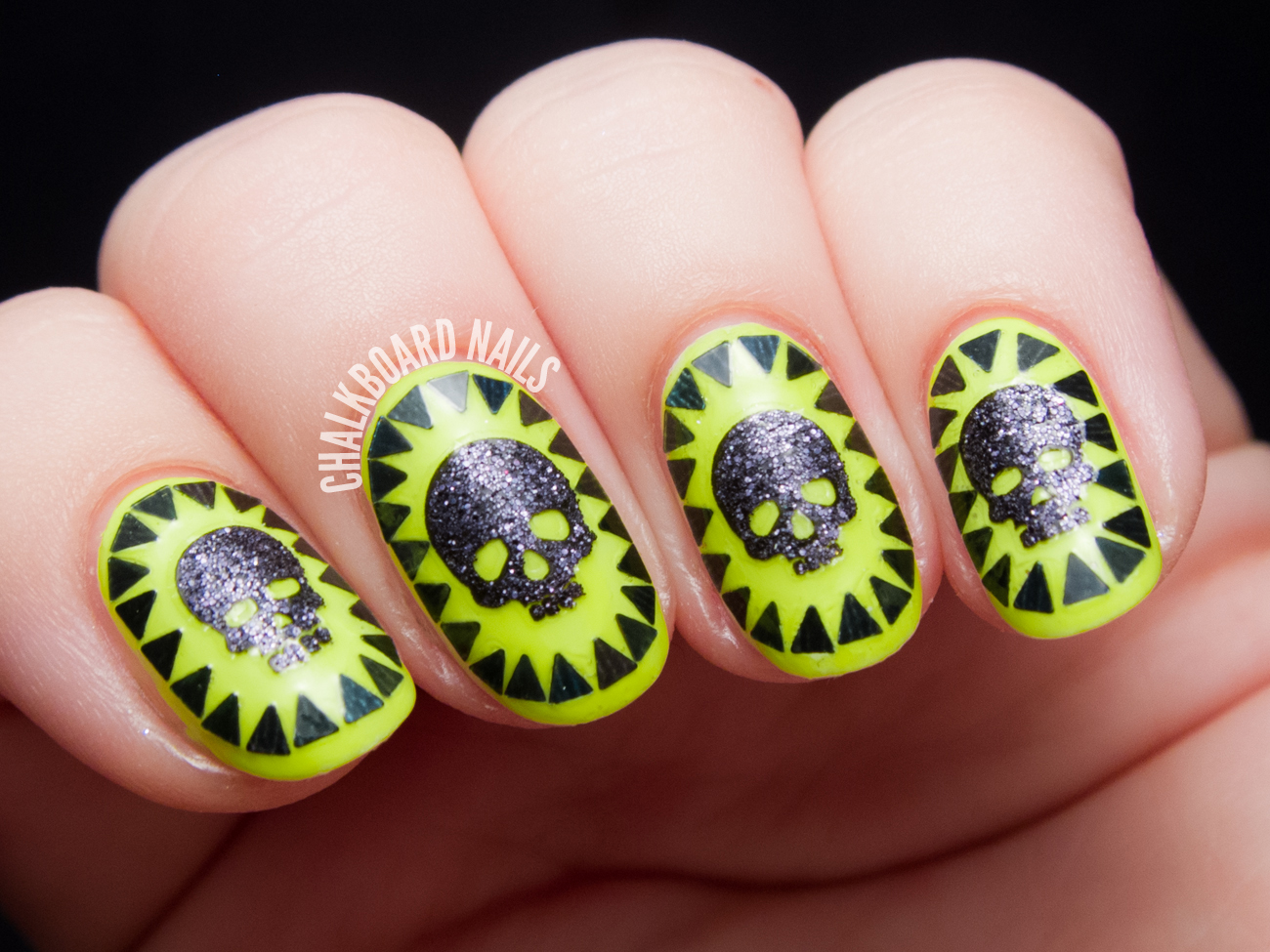 Glittery Skull Cameos by @chalkboardnails