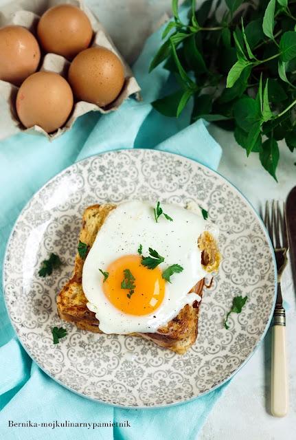 tost-croque-madame-jajka, ser, chleb, sniadanie, bernika, kulinarny pamietnik