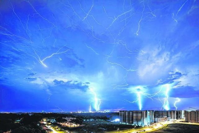Mr Soh specialises in shots of HDB flats, said he had been chasing lightning storms for the past three to four years, and suffered six failed attempts before finally nailing it.