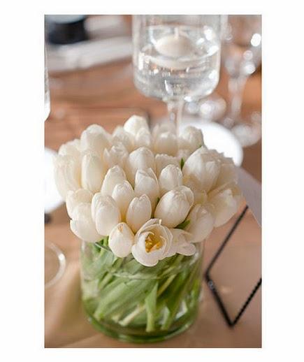 Simple White Wedding Theme: White Wedding Centerpieces