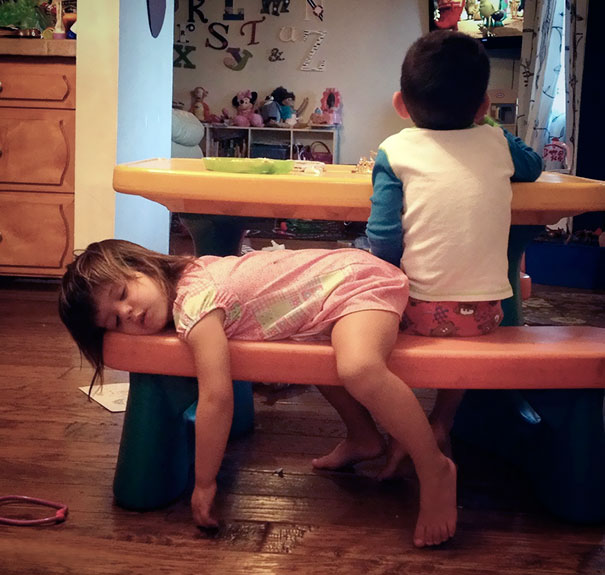 15+ Hilarious Pics That Prove Kids Can Sleep Anywhere - Napping On A Bench border=