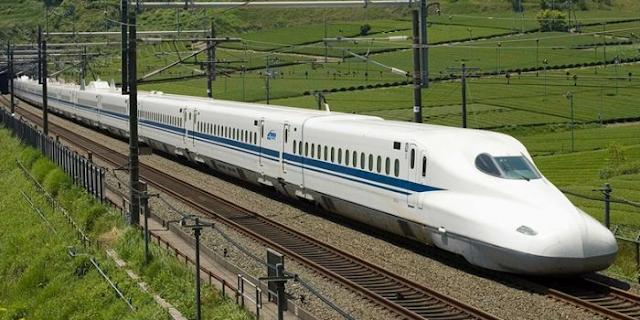DELHI-BHOPAL के बीच चलेगी बिना इंजन वाली T-18 ट्रेन, स्पीड 160KMPH   MP NEWS