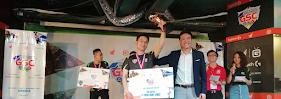 Đức Anh giữ cúp vô địch PES Sinh viên 2018 cho Bách Khoa