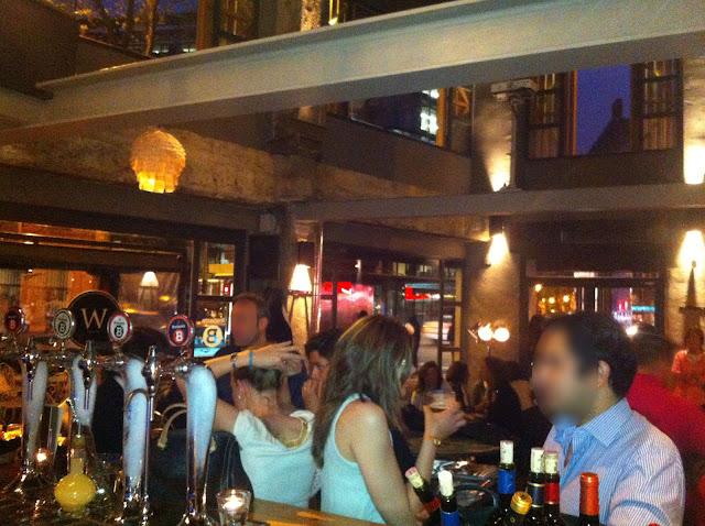 WHITBY, bar Almagro.