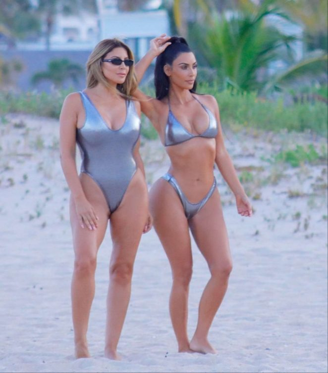 Kim Kardashian Looks So Hot in Bikini