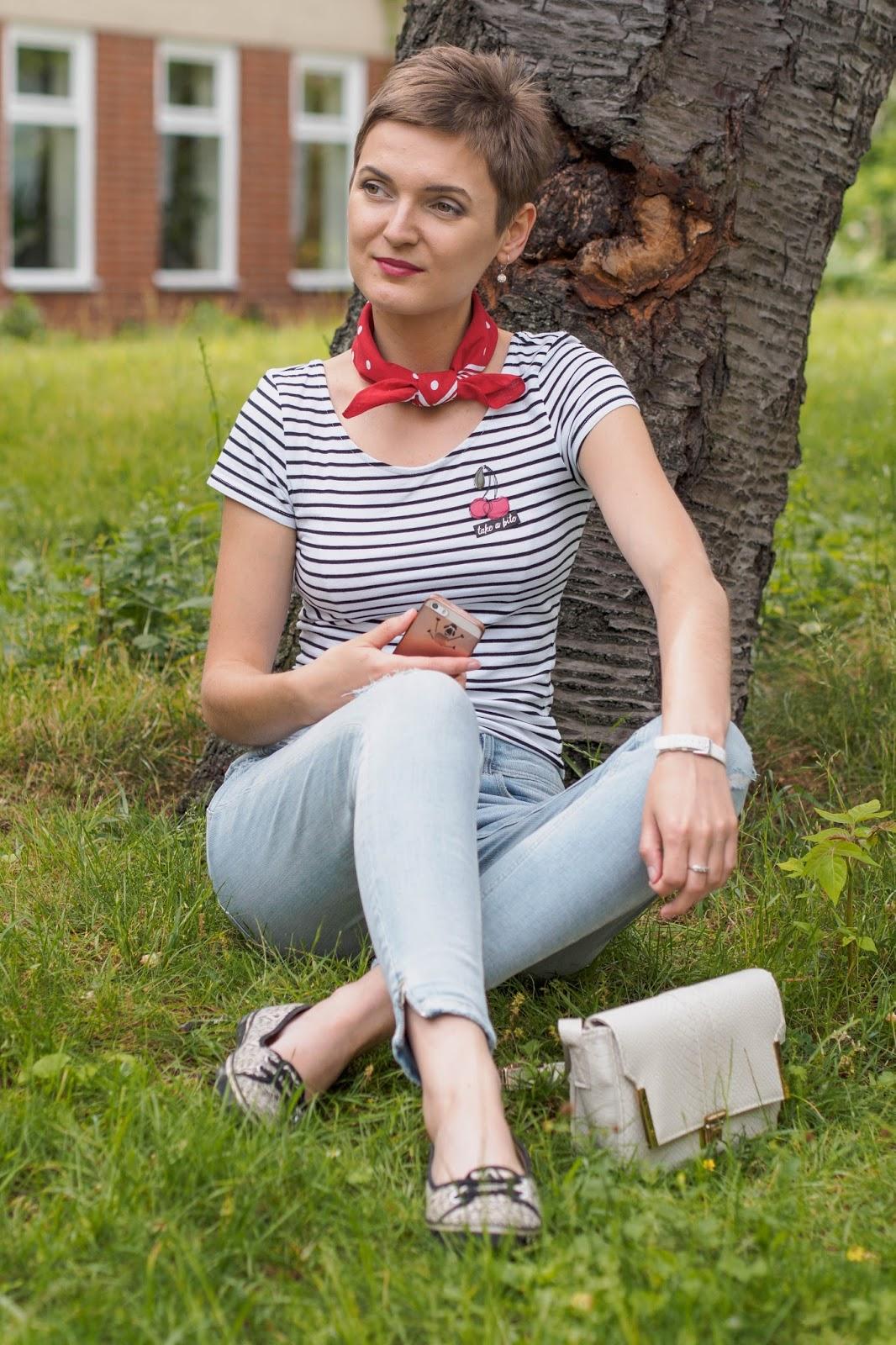 T-shirt - C&A ripped jeans - ZARA flats - F&F crossbody bag - Primark scarf - ETEX Hořice