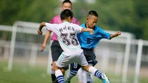 calcio praticato da bambini cinesi