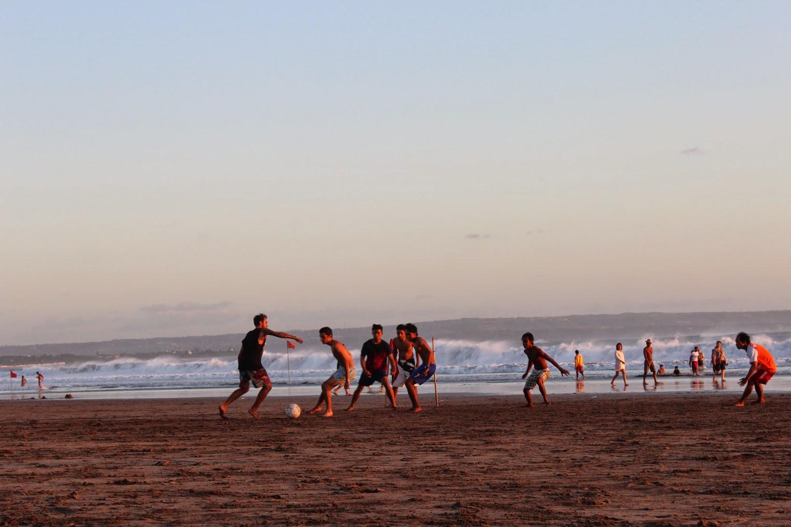 Futbol en la playa en Bali