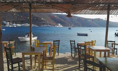 Restaurante junto al mar, Grecia.