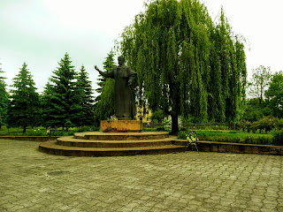 Ходоров. Майдан Шевченко и памятник Кобзарю