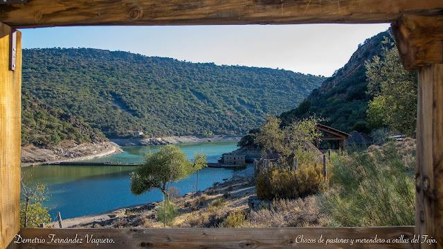 Al fondo sobre río Tajo _Puente del Cardenal_ Monfragüe