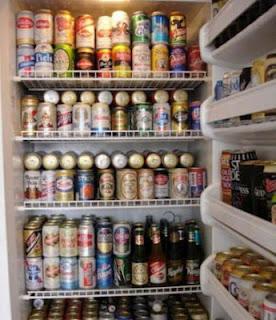 Bierdosen im Kühlschrank