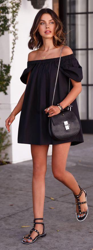 robe noire épaules dénudées
