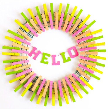 Make this wreath from clothespins!