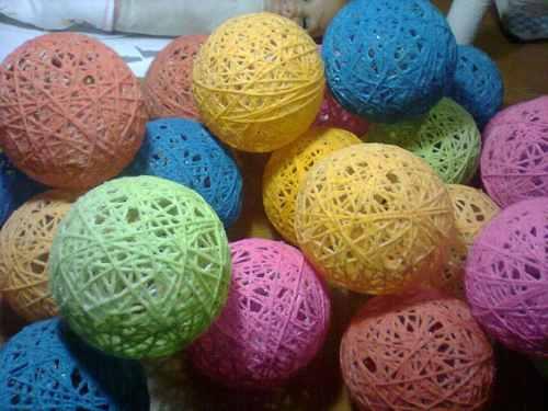 Diy notas de color para decorar una boda - Bolas de hilo ...