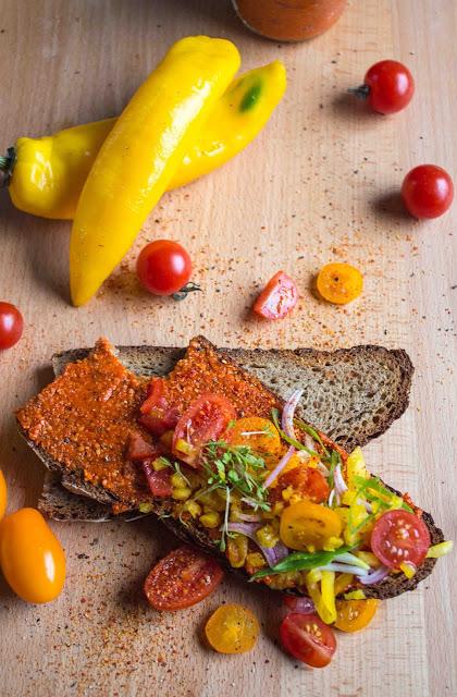veganer Brotaufstrich aus gerösteten Paprika