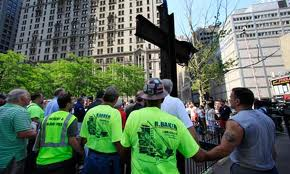 ATEUS QUEREM TIRAR CRUZ DO MEMORIAL DO WORLD TRADE CENTER