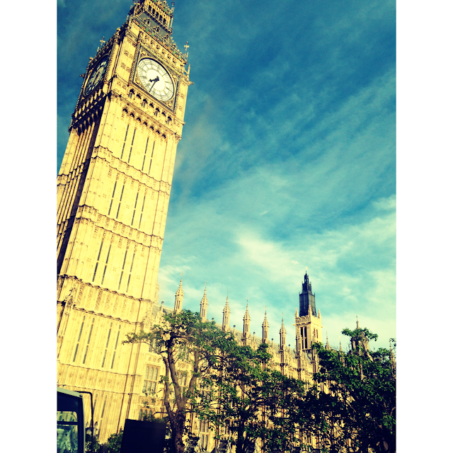 Big Ben, Westminster, London, Blogger, Pink Hair, Levis, Suitcase, Road Trip, Trip, Weekend Away, Fabric, Sightseeing, Sunny, Tourist, Best Friends, Friend, England, Megabus, Museum, Selfie Stick