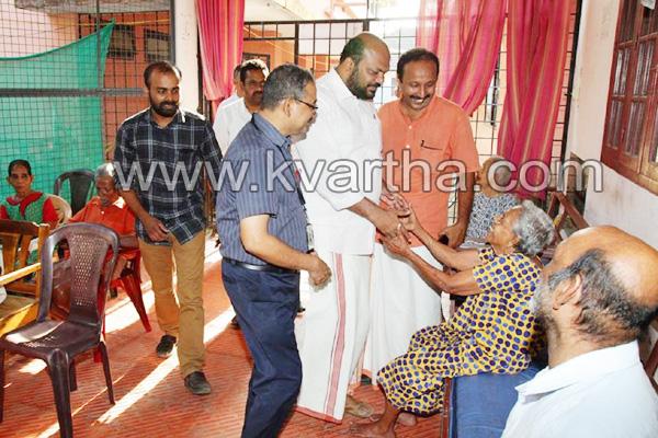 News, Kochi, Kerala, LDF, Election, LDF Candidate P Rajeevan visited edavanakad demension centre