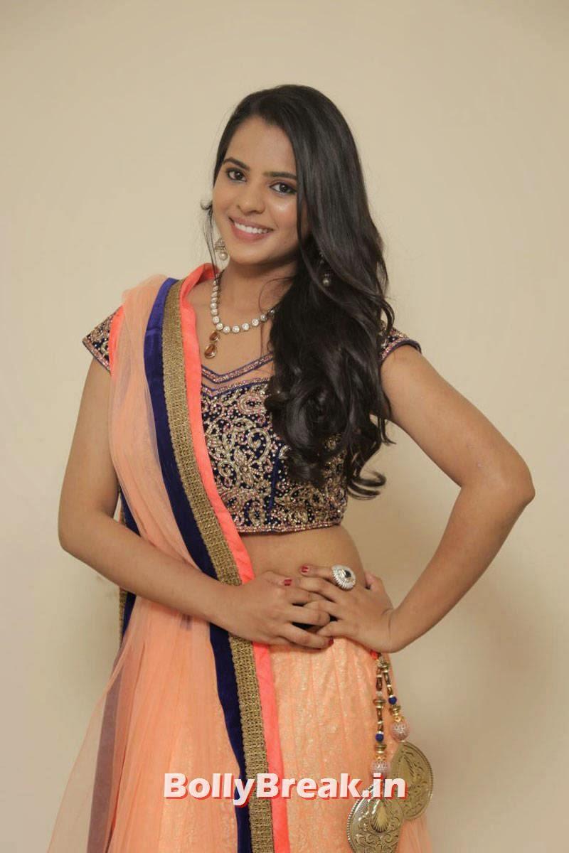 Actress Manasa Unseen Stills, Actress Manasa hot Photos in Backless Choli & Lehenga