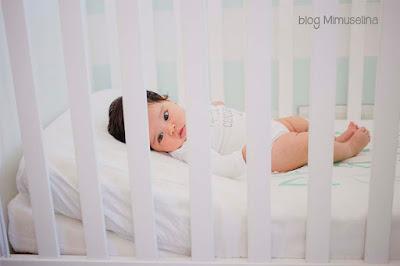 usar cuña almohada inclinada bebés beneficio uso cuña antirreflujo bebe mimuselina