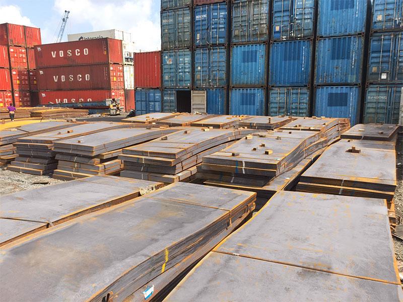 Lô tấm mỏng Q345B cập cảng Tp.HCM