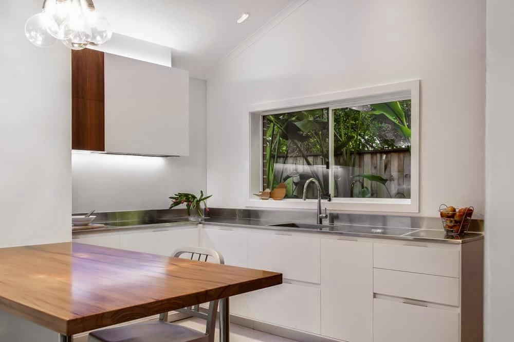 Cocina lavadero y oficina o c mo aprovechar el espacio for Lavaderos de cocina