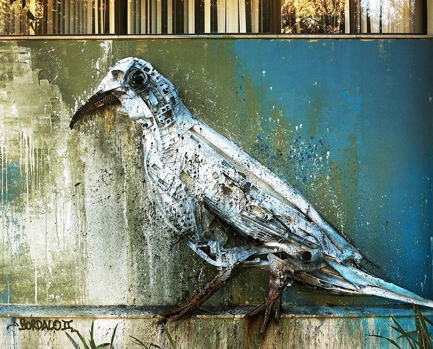 Merpati Putih - Seni Lukisan Binatang Menakjubkan Dan Kreatif Dari Bahan Sampah