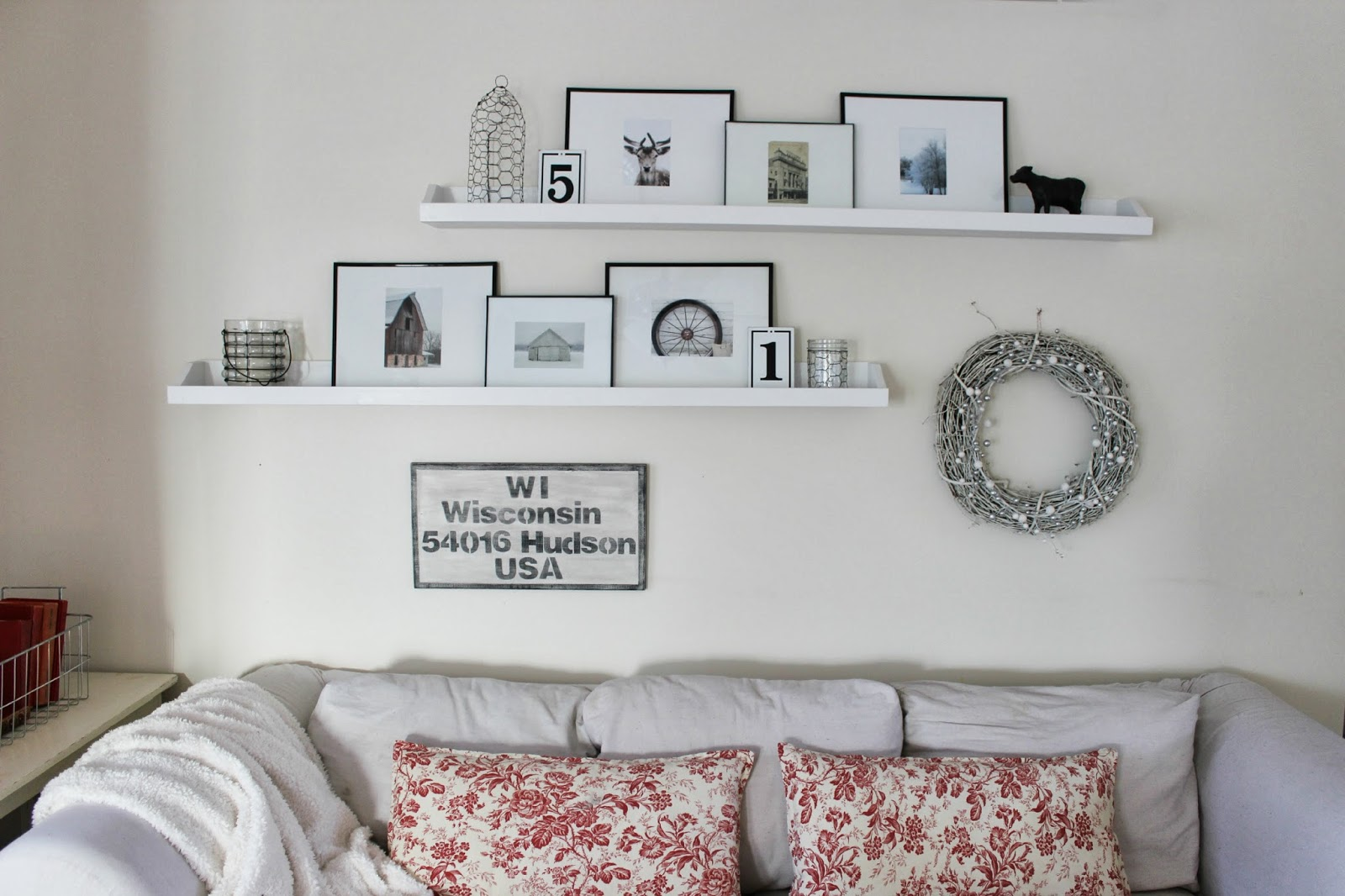 Happy At Home: Living Room's Winter Decor