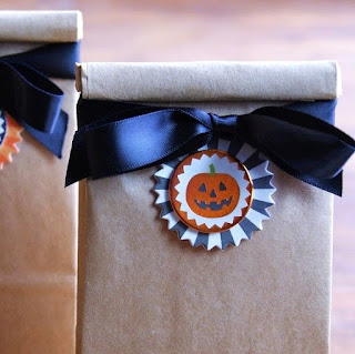 http://www.krisztinaclifton.com/2014/09/easy-diy-halloween-party-favors.html