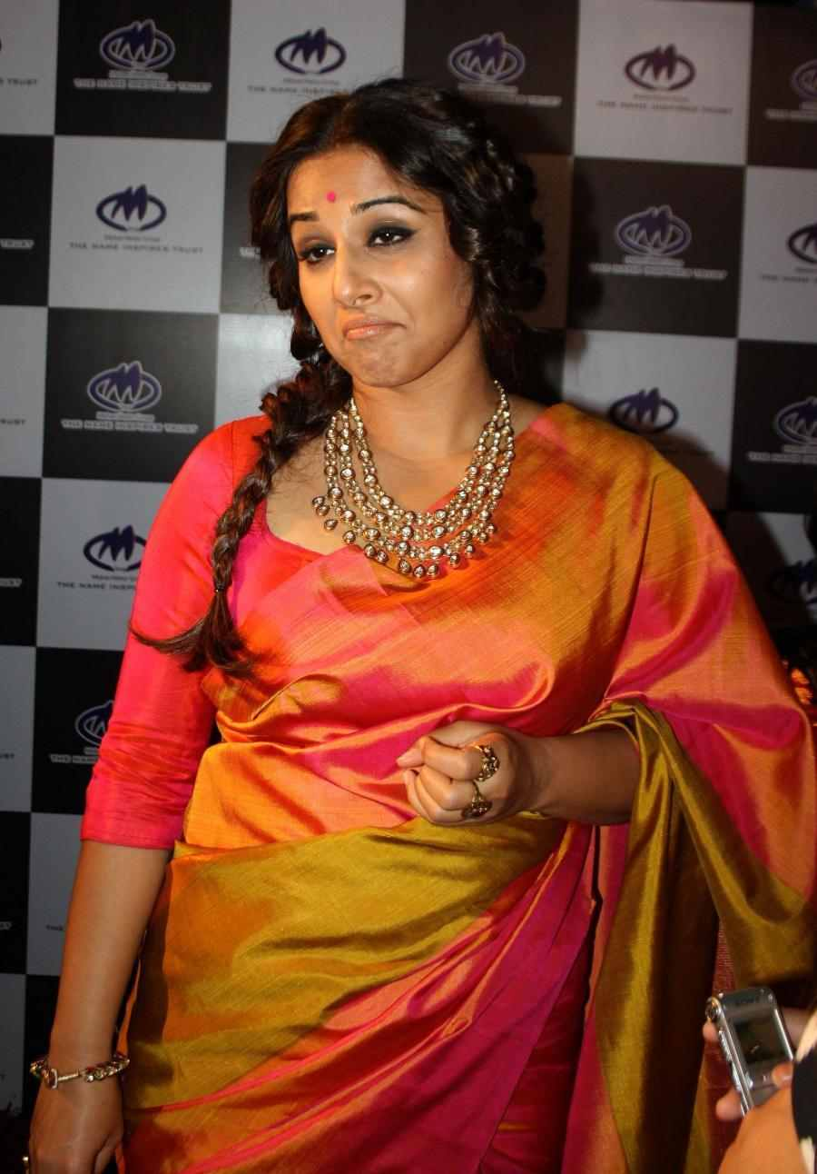 Vidya Balan Photos In Transparent Yellow Sari At Mirchi Music Awards