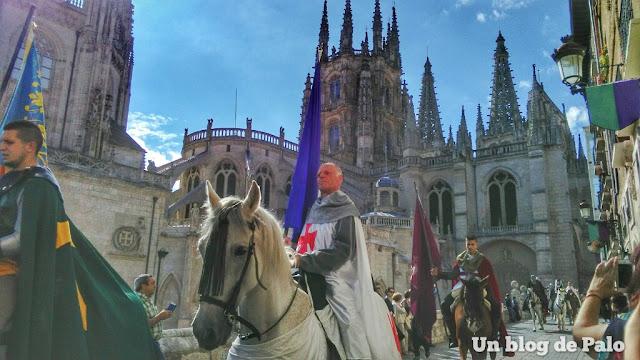Desfile Cidiano a su paso por la Catedral de Burgos
