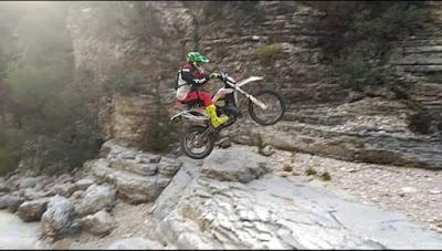 Motocross , enduro, entre rocas, roquerol, piedras