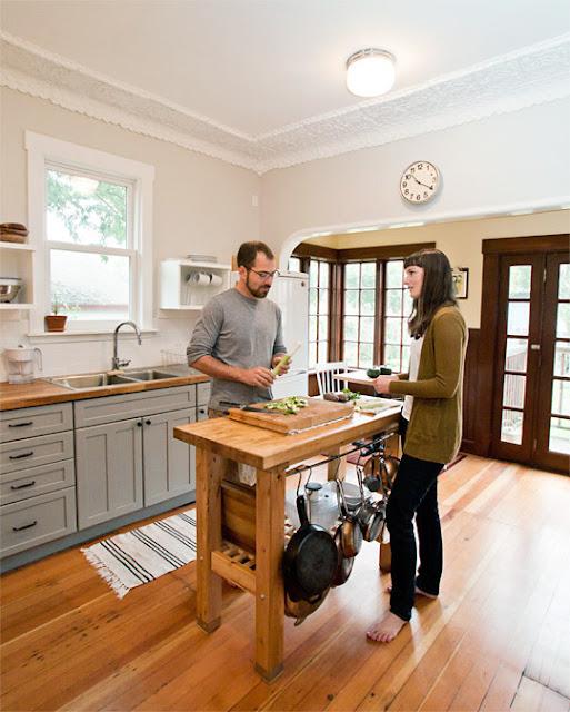 Beginner beans kitchen island inspiration for small spaces - Small space kitchen island ...