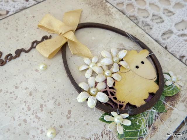 kartka z barankiem w jajku na Wielkanoc