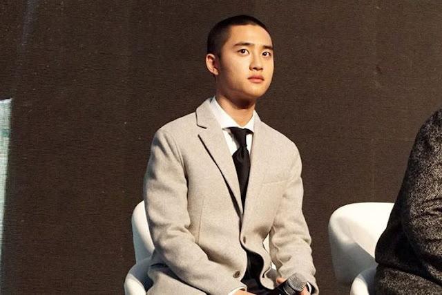 Penyanyi yang juga artis peran D.O EXO di karpet merah pemutaran perdana film Along With The Gods di Lotte World Mall, Jamsil, Seoul, Korea Selatan