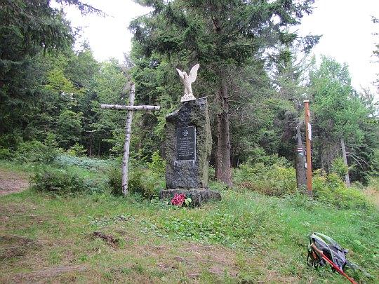 Obelisk poświęcony pamięci księdza Władysława Gurgacza i żołnierzy Polskiej Armii Niepodległościowej poległych w walkach z UB i KBW w latach 1948-1949.
