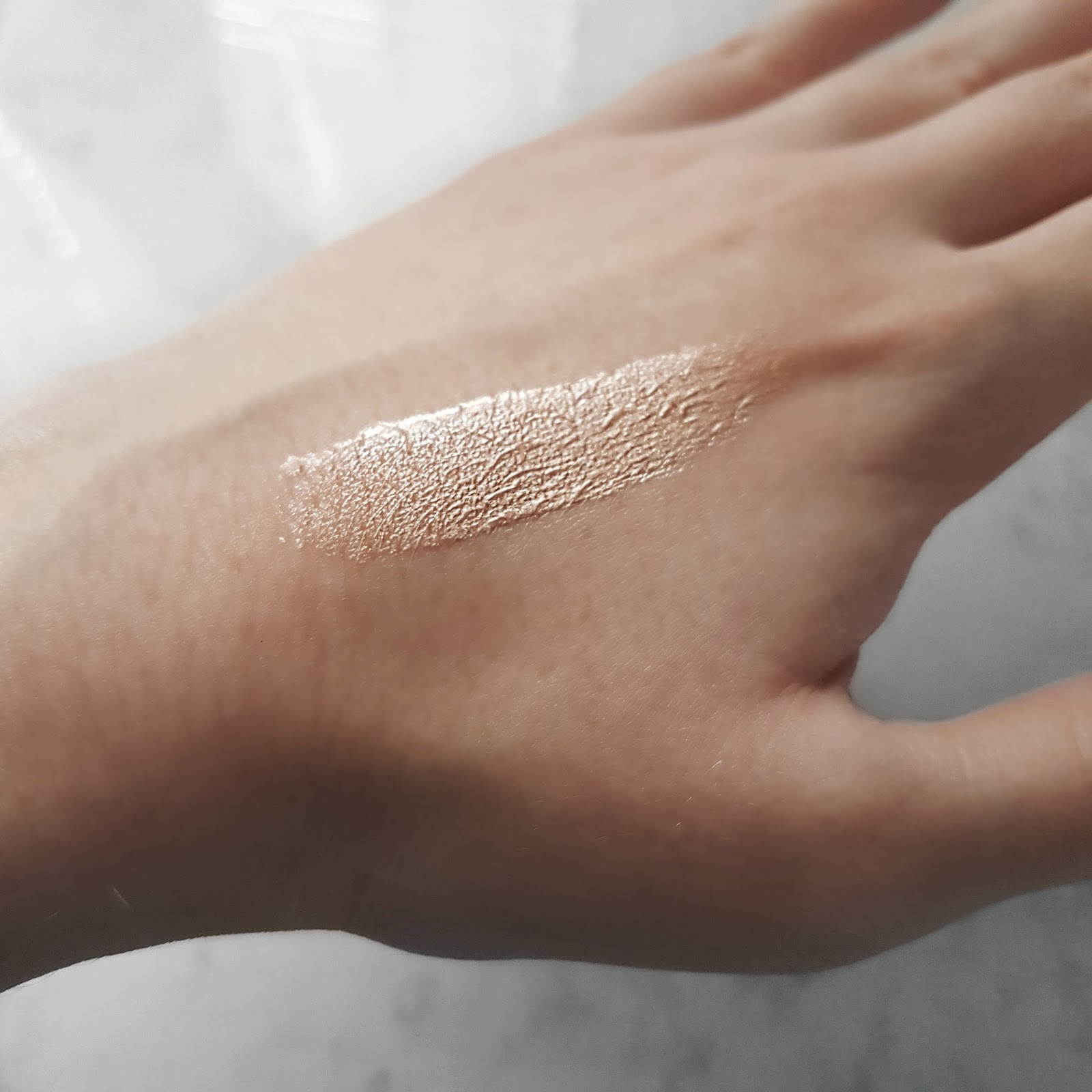 Make Up Revolution Liquid Highlighter Swatch