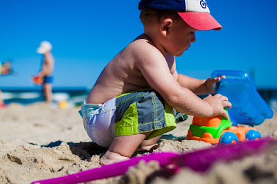 With the children on the beach: 12 tips for parents