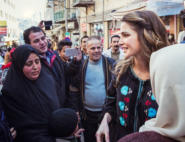 Queen Rania visited the oldest Arabic sweet shop in the heart of Al Salt and panoramic views and important mosques and churches in the old city