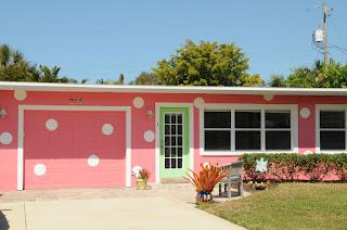 Rumah Minimalis Warna Pink Polka Dots