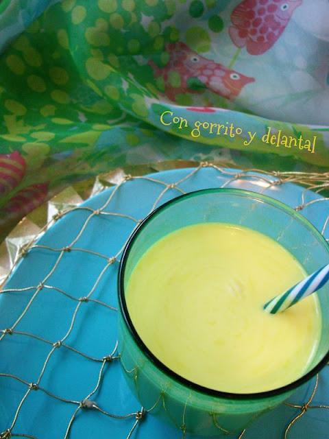 Golden-milk-de-con-gorrito-y-delantal