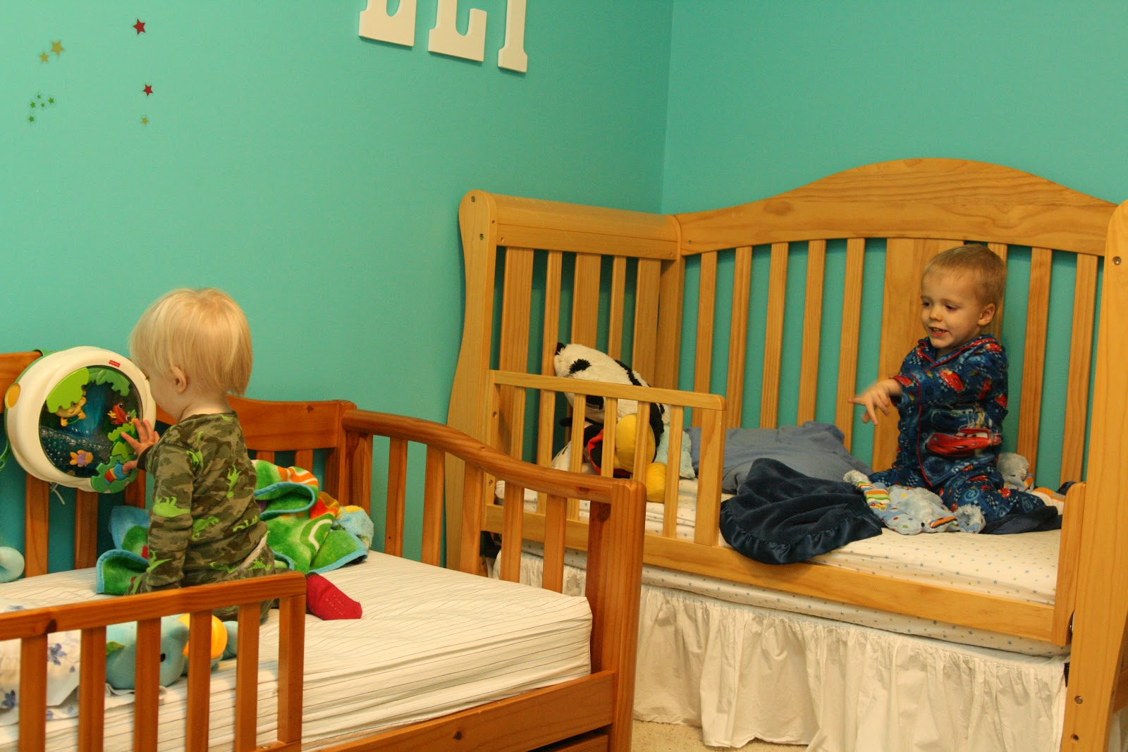 Baby Cribs That Turn Into Toddler Beds Laura Williams - Convert crib into toddler bed