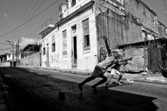 حياة الشارع بالابيض والاسود