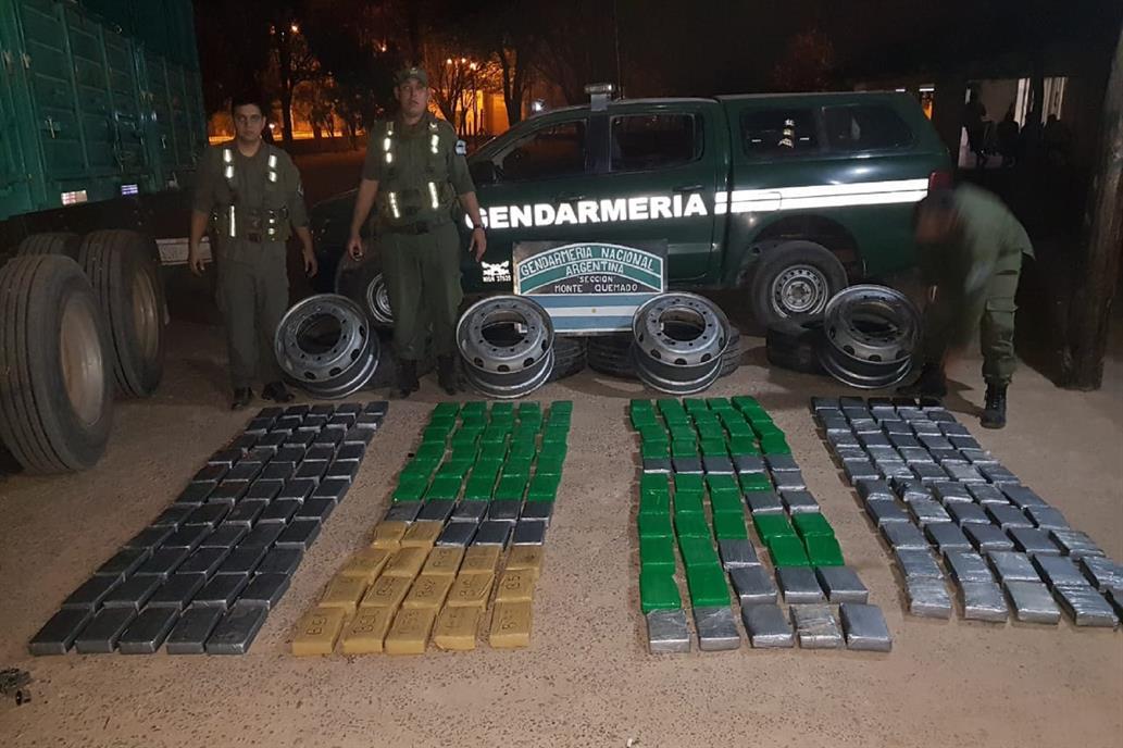 """""""Operación Críquet"""": 231 kilos de cocaína escondidos en las ruedas de un camión pertenecen al CDG."""