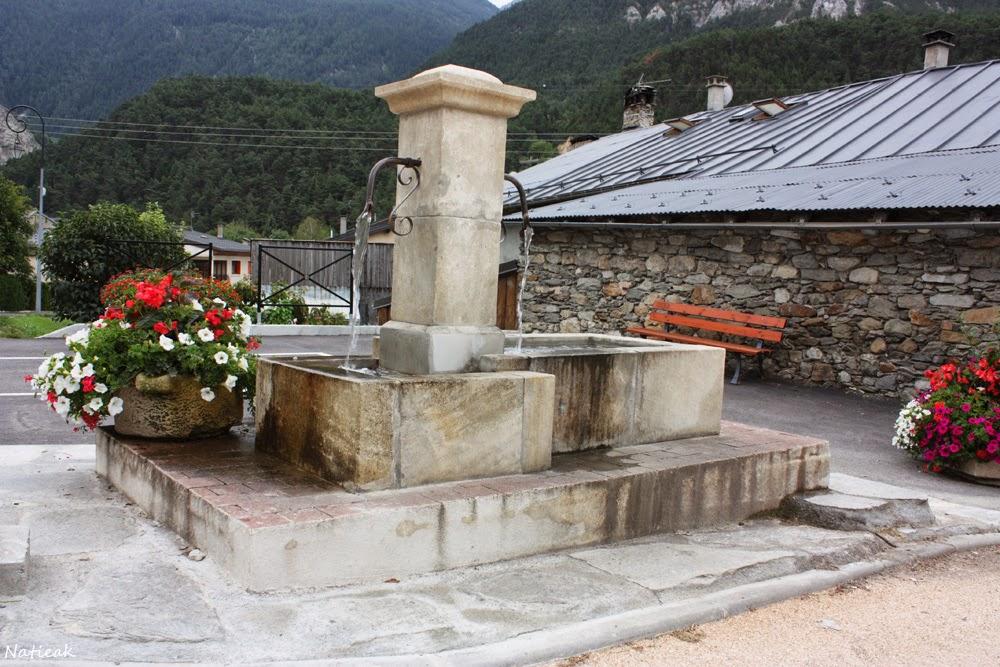Avrieux, la fontaine