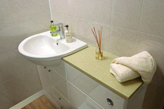 benefits of using waterproof wet wall panels over tiles