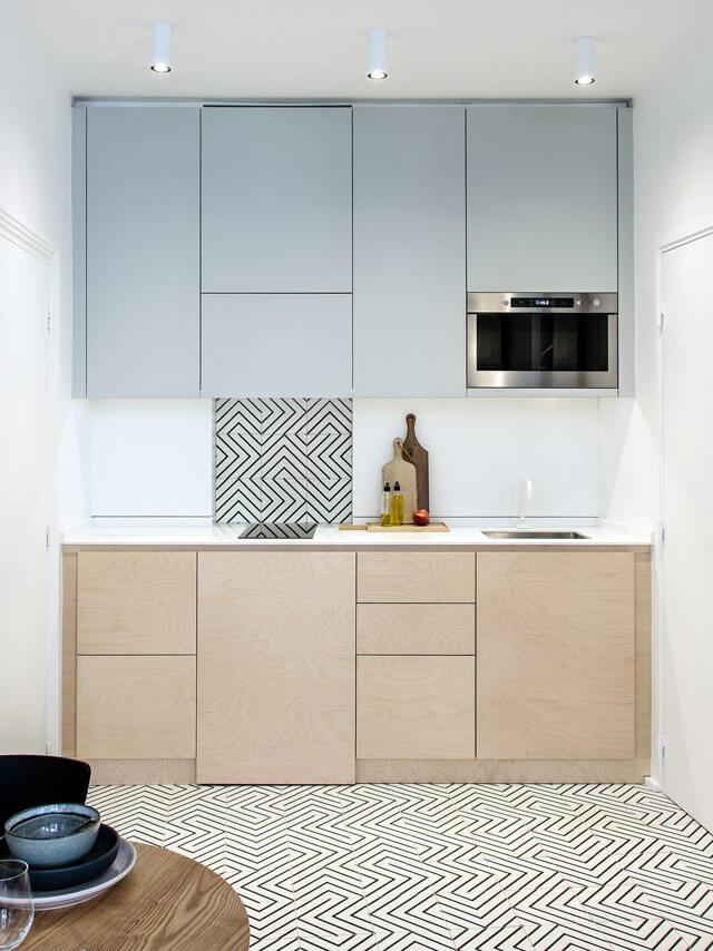cocina-madera-azul-pequeña-atelierdaaa