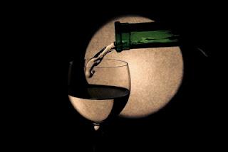 Thơ về rượu hay nỗi buồn riêng mình