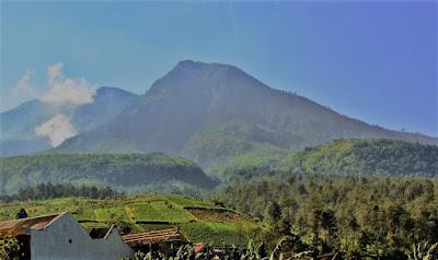 gunung lawu tertinggi di Indonesia
